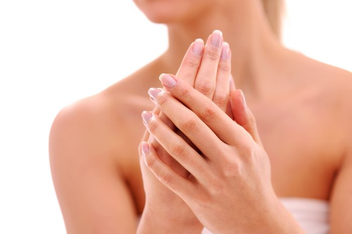 Menghilangkan warna gelap pada kulit tangan