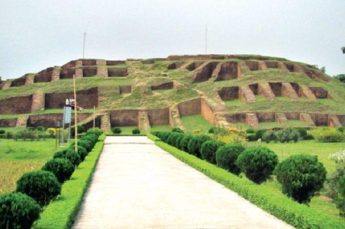 Kota tua Mahasthangarh di Bangladesh