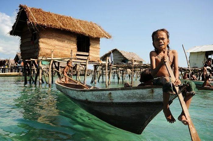 Foto seorang bocah suku Bajau