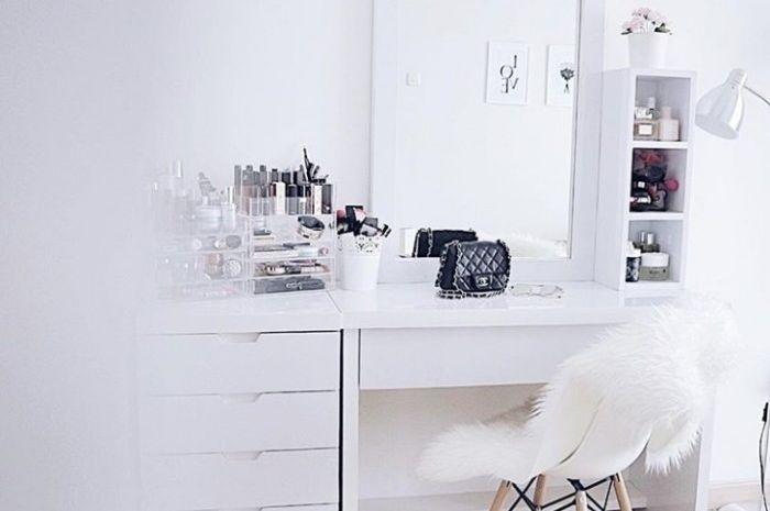 Meja rias kamar Melody Prima bernuansa putih