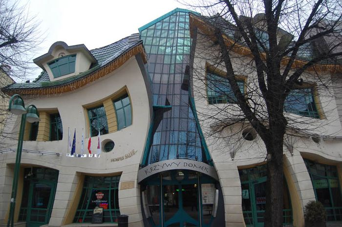Bangunan dengan desain Aneh
