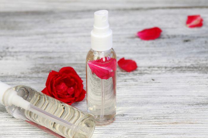 Manfaat air mawar untuk kulit