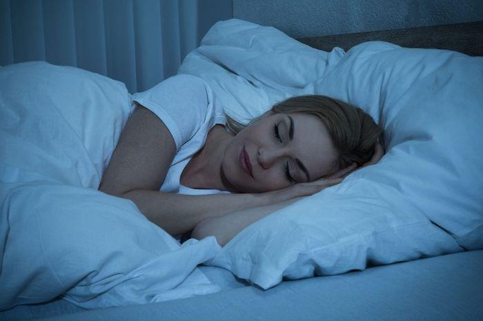 bahayanya tidur dengan lampu menyala