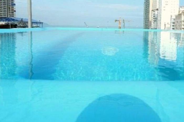 Gambar kolam dalam booking.com