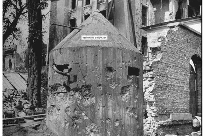 Fuhrer Bunker, tempat Hitler dan Eva Braun ditemukan bunuh diri