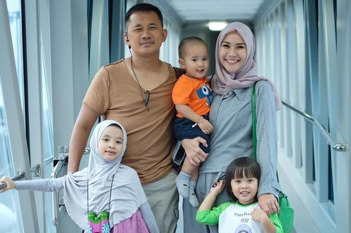 Keluarga Zaskia Mecca dan Hanung Bramantyo