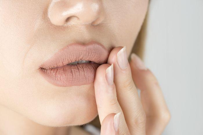 Rutinitas harian ini ternyata bisa sebabkan kesehatan bibir terganggu, apa saja?