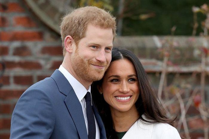Meghan Markle dan Pangeran Harry saat mengumumkan pertunangan mereka.