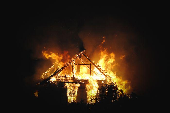 Ilustrasi kebakaran rumah.