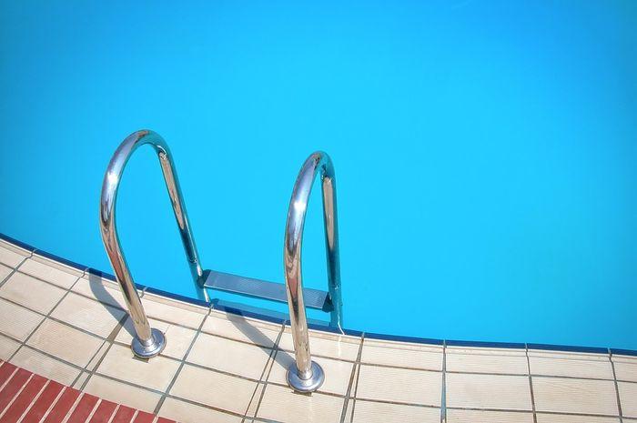 Apa fungsi kaporit di air kolam renang?