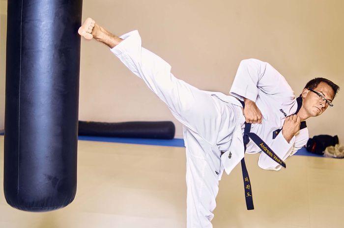 Taekwondo, olahraga nasional Korea.