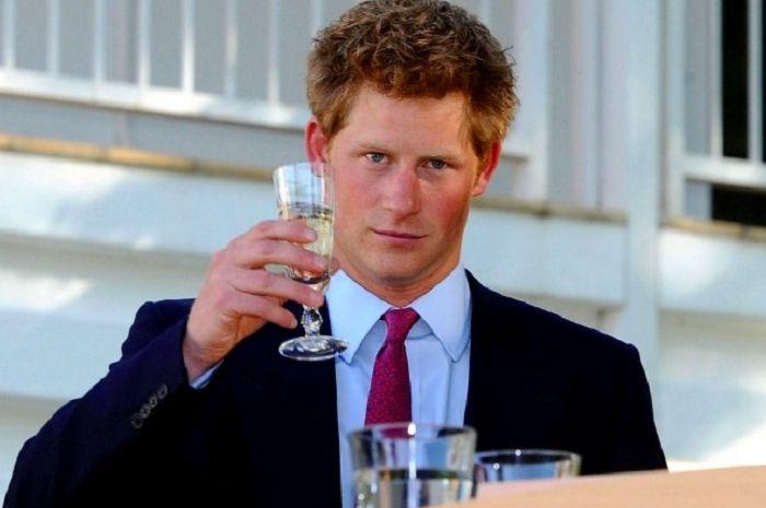 8 kenakalan pangeran Harry di masa mudanya