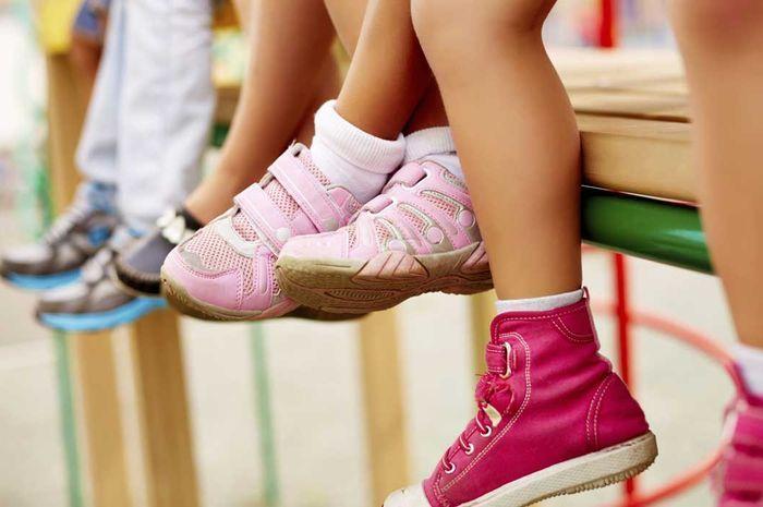 Bahan sol memory foam adalah yang cocok dipakai untuk sepatu Si Kecil