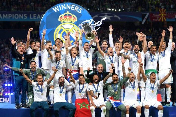 Real Madrid mengangkat tropi Liga Champions dalam gelaran Final, 2017/2018