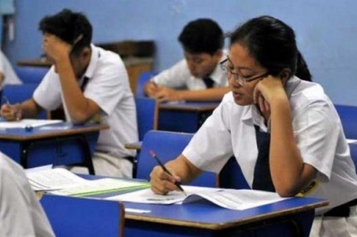Ilustrasi siswa SMP sedang ujian nasional
