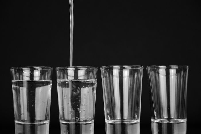 Seberapa banyak kita harus konsumsi air putih dalam sehari. Berikut ini rekomendasinya.