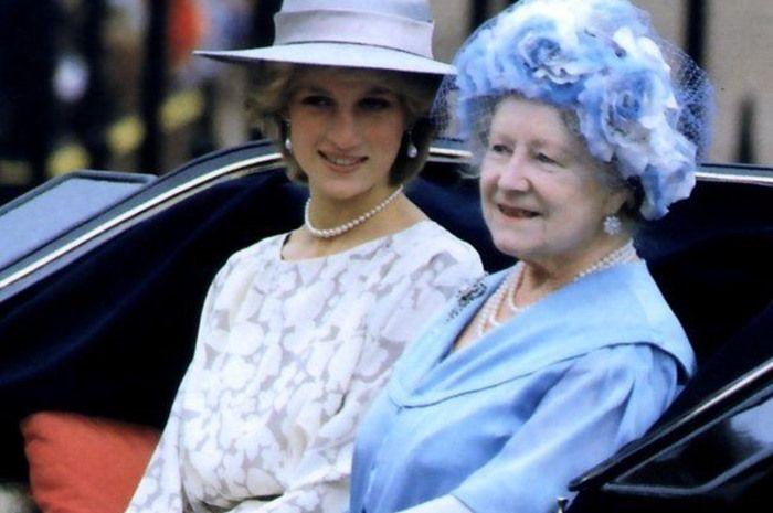 Putri Diana dan Ratu Elizabeth II