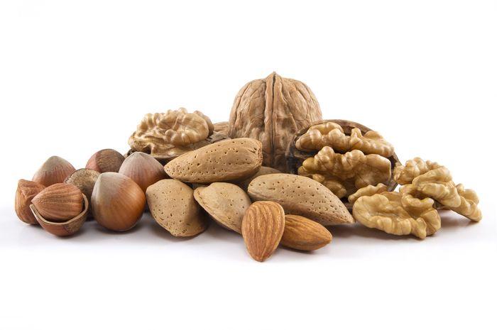 Kacang almond dan kenari
