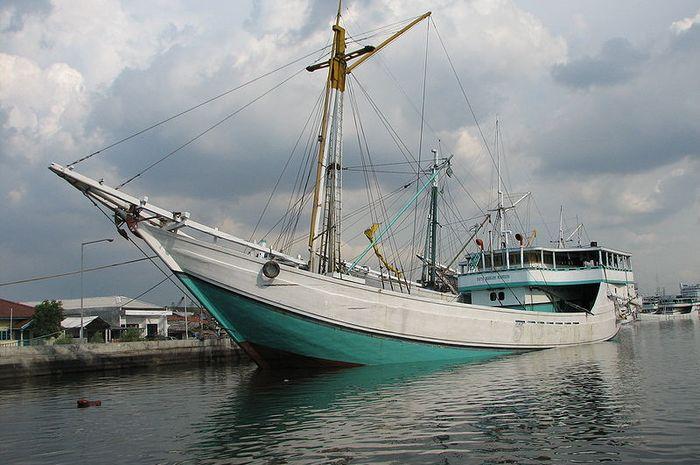 Kapal pinisi kebanggaan Indonesia