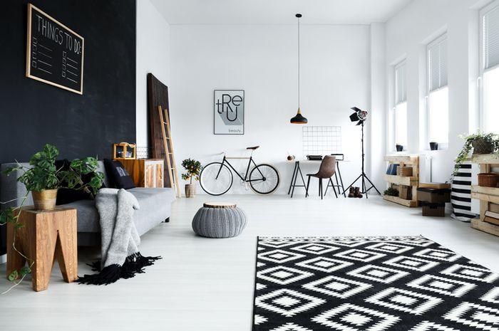 Merapikan dan membersihkan rumah