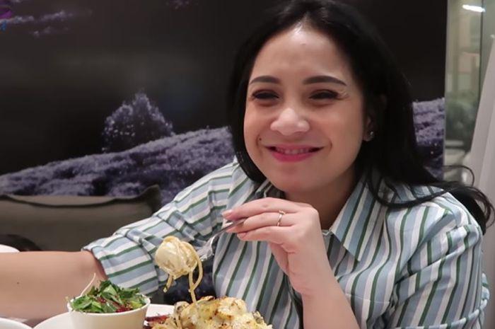 Berikan Makanan Sisa Pada Asistennya, Nagita Slavina Diprotes Netizen Karena Hal Ini