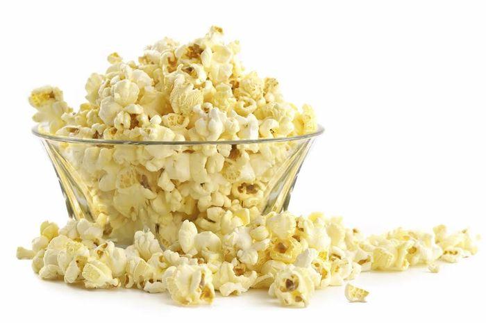 Popcorn jadi salah satu makanan yang mampu meningkatkan mood kita