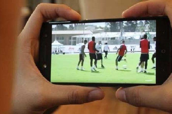 Nonton TV lewat smartphone