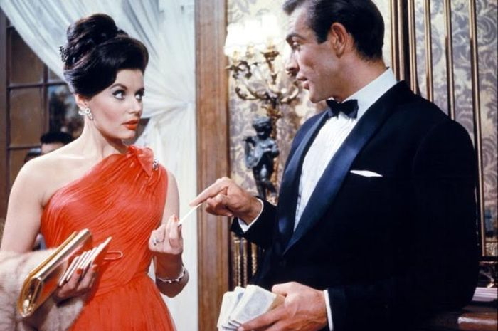 Adegan Eunice Gayson saat di film James Bond