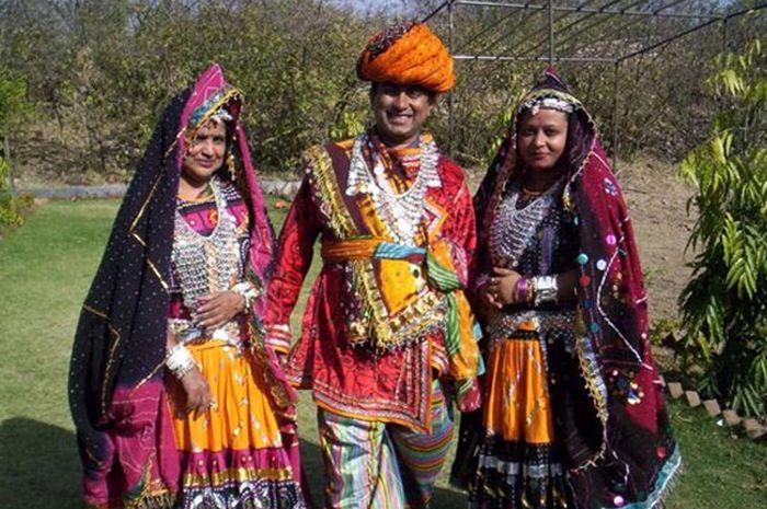 Unik, Setiap Laki-Laki di Desa Ini Memiliki 2 Istri, Kok Bisa?