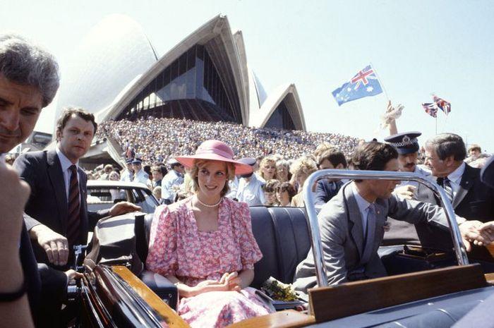Putri Diana dan Pangeran Charles saat mengunjungi Sidney Opera House