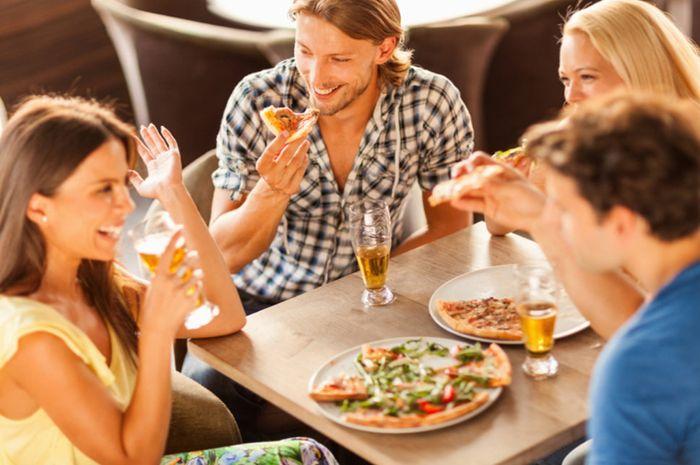 Suara musik restoran yang bising dapat mempengaruhi keputusan seseorang memilih makanan tidak sehat