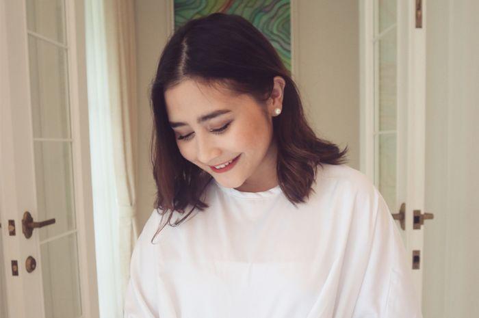 Menyambut Lebaran, Prilly Latuconsina Tampil Mengenakan Hijab