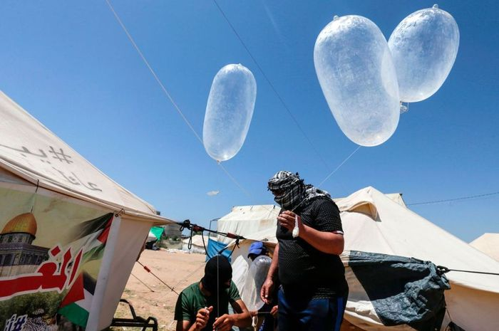 Kondom digunakan militan Palestina mengusik warga Israel
