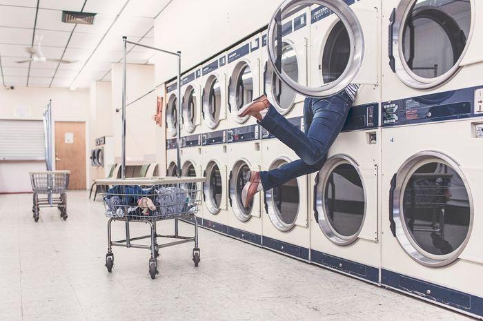 Bukan hanya baju, Moms bisa mencuci benda ini di mesin cuci!