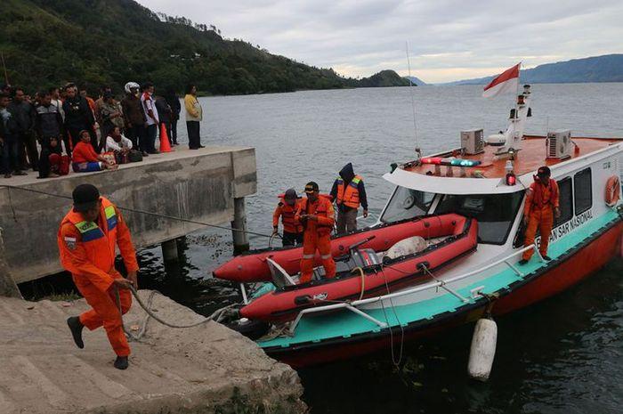 Basarnas bersiap mengevakuasi korban KM Sinar Bangun