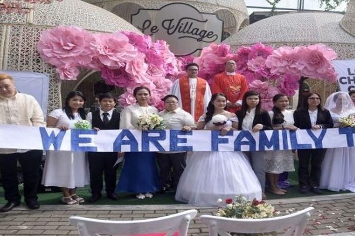 Walaupun dianggap ilegal, Gereja LGBTS menggelar pernikahan sesama jenis massal.