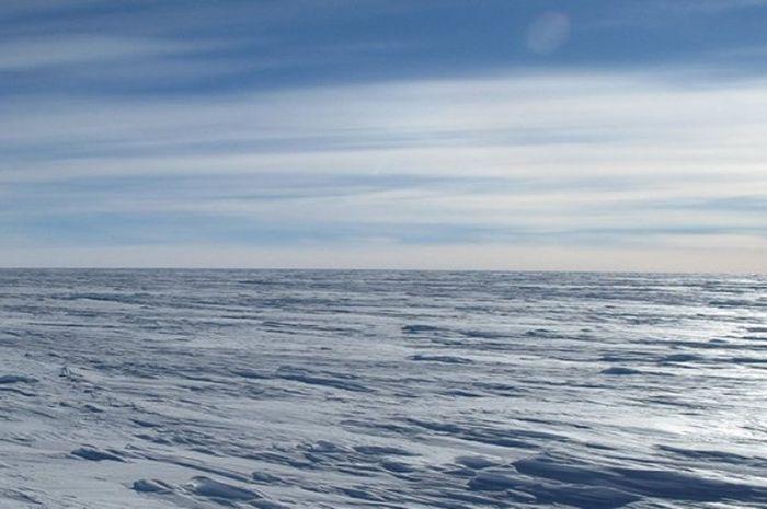 Daratan Antartika.