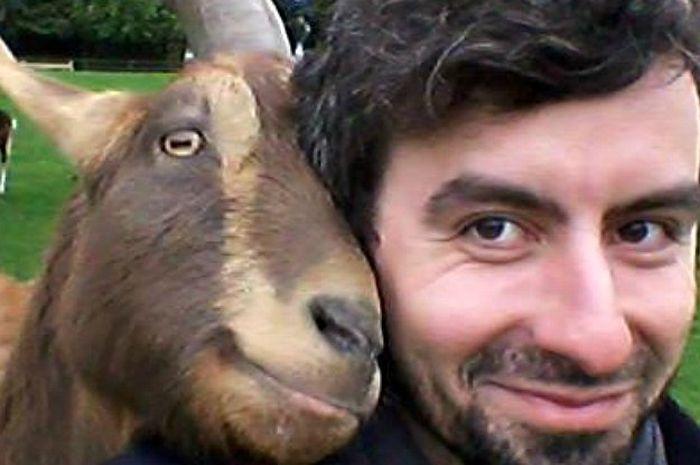 Christian Nawroth dan seekor kambing