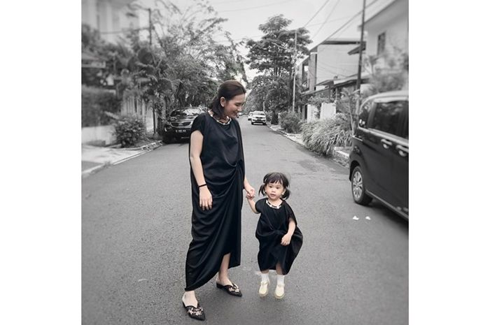 Jennifer Arnelita dan si kecil Ghilli