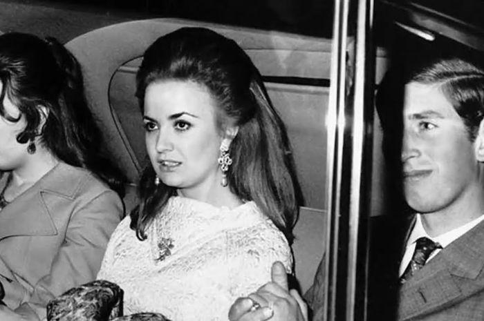Pangeran Charles dan pacar pertama yang dilarang dinikahinya.