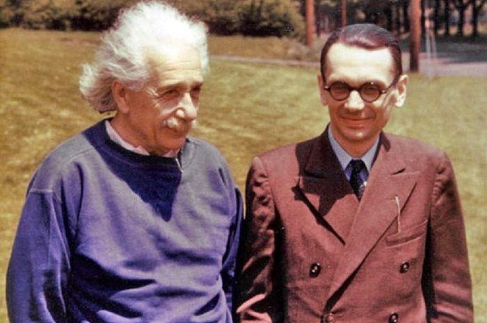 Albert Einstein dan Kurt Gödel di Princeton, New Jersey.
