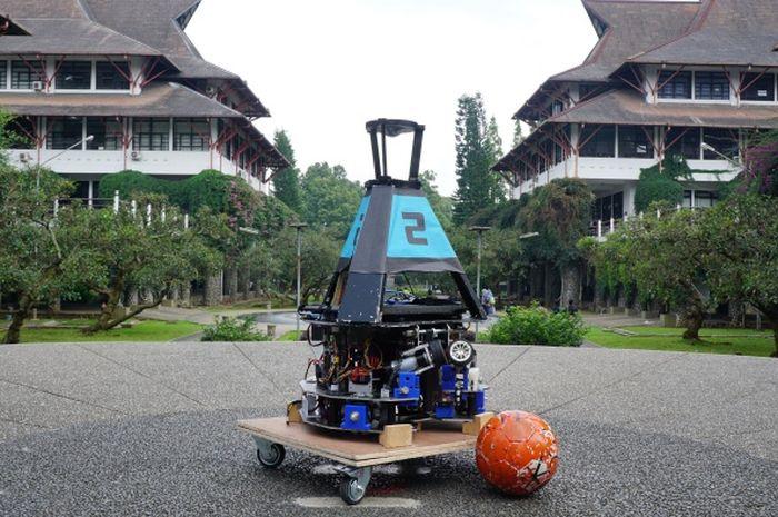 Mahasiswa ITB Buat Robot Pesepakbola Bernama Dagozilla
