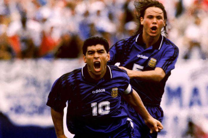Diego Maradona ternyata pernah mengenakan jersey nomor sembilan di Napoli