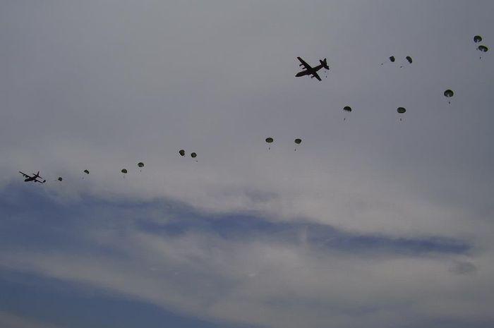 Penerjunan pasukan oleh TNI AU