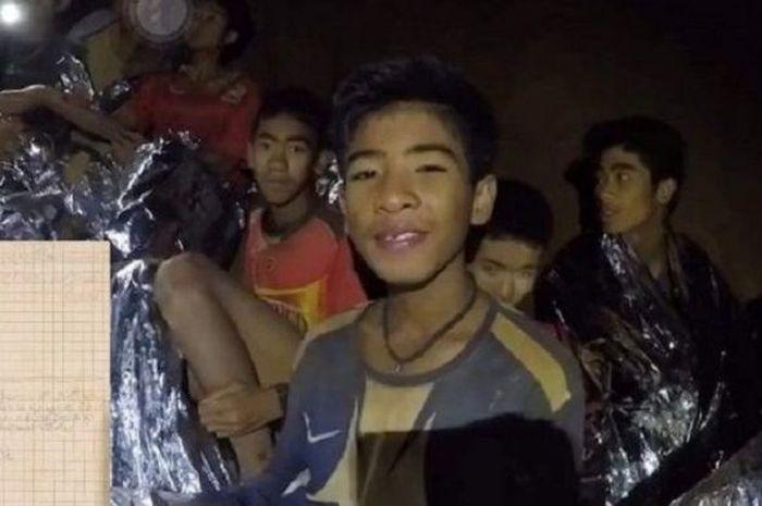 Remaja yang terjebak dalam Gua