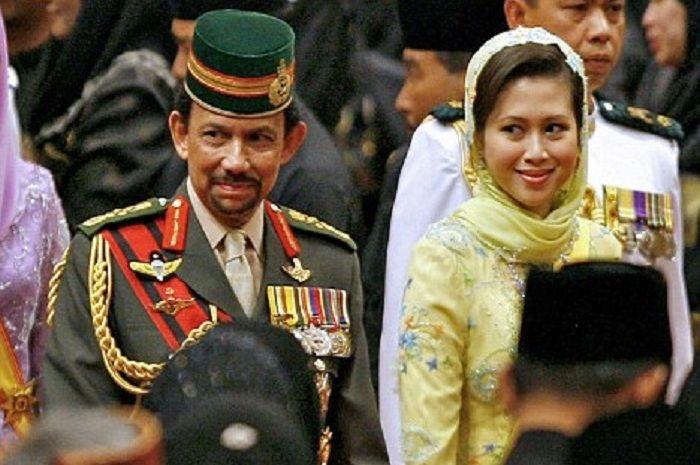 Sultan Brunei Hassanal Bolkiah dan Azrinaz Mazhar Hakim