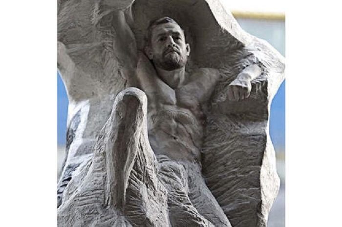 Patung Conor McGregor