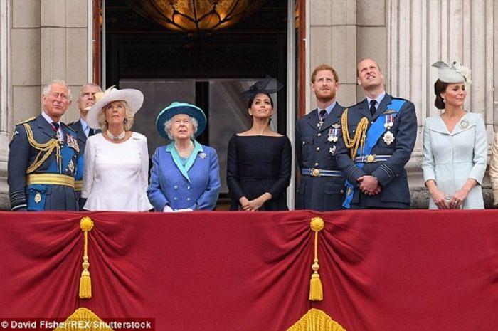 Keluarga Kerajaan saat Ulang Tahun Angkatan Udara Kerajaan