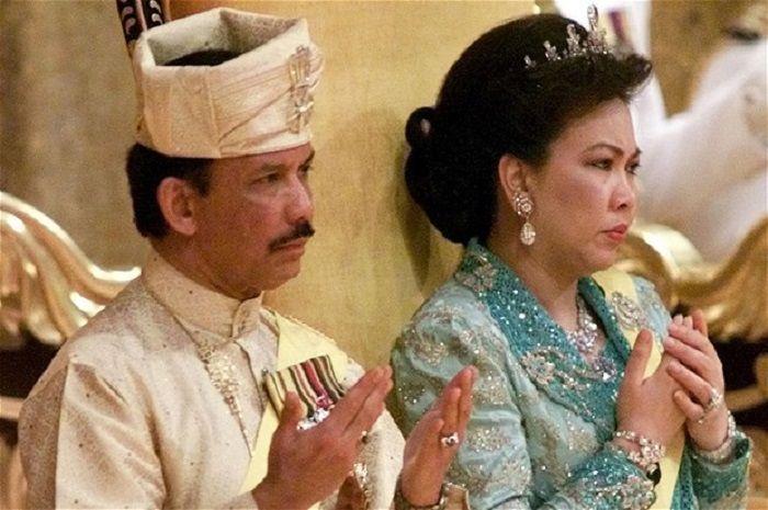 Sultan Brunei Hassanal Bolkiah dan istri keduanya, Mariam Aziz