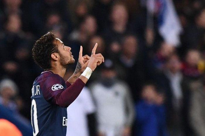 Neymar bersama para pemain Paris Saint-Germain ikut terlibat dalam sebuah perlombaan balapan unta ketika menggelar tur Qatar 2019.